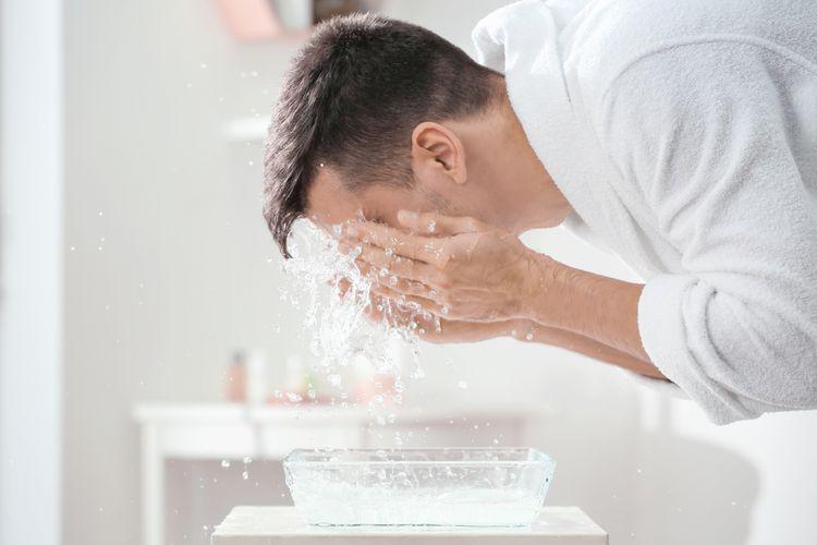 4 Tanda Kalau Cara Mencuci Wajah yang Kamu Lakukan Itu Salah - Bolehshop