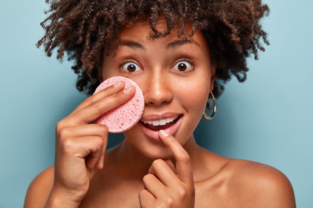 Manfaat Eksfolian Kimia dari Beragam Kandungan dalam Skincare - Bolehshop