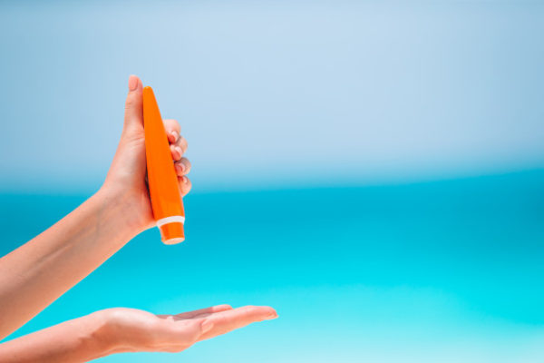 Perhatikan bahaya menggunakan suncare yang sudah kedaluwarsa